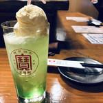 串焼 錦江 - 銘酒 クリームソーダが酒場に光る