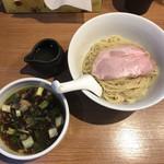 105205974 - 「つけ麺~昆布水添え~」800円(オープン記念500円)