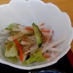 ラーメンあやど - 【2019.4.7(日)】もつ煮セット450円の野菜サラダ