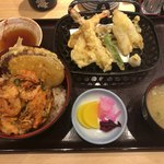 寿司居酒屋 日本海 - 天丼定食はこんな感じ。