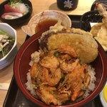 寿司居酒屋 日本海 - この既製品のかき揚げがまずくて、油過多ともなり無い方が良いのにと感じた。