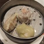 東方紅 - 彩り野菜湯麺に付く飲茶3点盛り