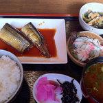 しろくま - 本日の日替わりは、秋刀魚の煮付け