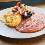 ミール カフェ  - オムライス トマトソースと揚げ野菜