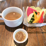 二階のレストラン - ランチのスープとバーニャカウダ