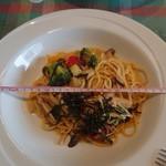 トラットリア チェントパスタ - きのこ達とごろごろ野菜の味噌パスタ 972円 お皿の直径30cm