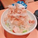 湘南本町食堂 - 梅オニオンサラダ
