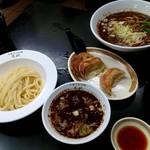 105238308 - 坦々つけ麺、担々麺、餃子