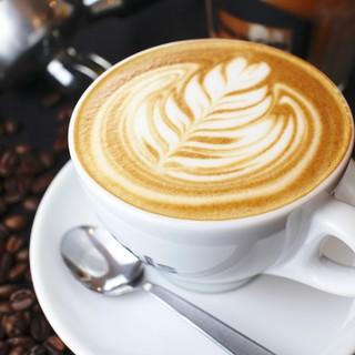 バリスタが淹れるこだわりコーヒー