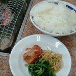 文田商店 - ランチセットのご飯とキムチ