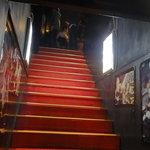 Vano - 2階に上がって行きます。
