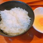 鳶牛 肉衛門 - たまご 100円 釜炊き白ご飯 300円