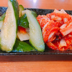 鳶牛 肉衛門 - キムチ盛合せ 750円 オイキムチと白菜キムチ