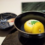 個室割烹 寿司北大路 - 虎河豚白子 柚子釜蒸し