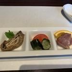 中国菜HATSU - 料理写真:前菜3種(筍と椎茸の湯葉巻き、胡瓜の甘酢、乾燥チャーシュー)