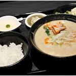 105258586 - 白ごま担々麺セット 980円 辛さはほぼ無し、ナッツとゴマのコクに溢れた一杯です。