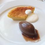 ブーケ・ド・フランス - フェアドーヌ(山羊乳を使ったチーズケーキ)とチョコアイス