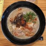 博多麺道楽 - 料理写真: 赤ラーメン 650円