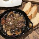 ビストロジドリーノ - 砂肝マッシュルームアヒージョ
