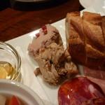 10528651 - ラルポークリエット、鶏白レバーは特に美味です