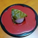 105285011 - 桜餅