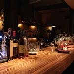 Bar 奥 - 店内(カウンター席)
