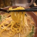 伝蔵 - 赤味噌ラーメン 大盛  780円   麺リフト