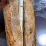105289057 - 蜂蜜とクリームチーズのフランスパン¥240