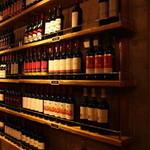魚とワイン はなたれ onikai - おしゃれな店内でデートにも最適。