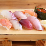 海鮮屋台 おくまん - 寿司8貫 699円