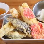 海鮮屋台 おくまん - 天ぷら7種盛 699円