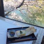 米増 - 参考写真、次の朝一人花見朝ご飯