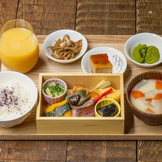日替わり小鉢とドリンクビュッフェ付き!豆ちゃのお昼ごはん。