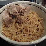 麺商つけ麺 志堂 - 【つけ麺 + 肉盛(ハーフ)】太麺ですね... そして肉盛は麺の上に...