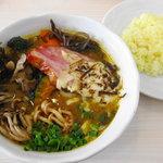 スープカレー plus one - [NEW]秋の味覚5種のキノコのスープカレー+厚切りベーコン&炙りチーズ \1300