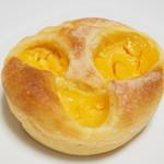 105306232 - ロブションのクリームパン