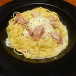 ピア サピド - 料理写真:半熟玉子とベーコンのクリームスパゲッティカルボナーラ仕立て