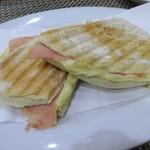105313373 - Tosta Mista ハム&チーズサンドイッチ