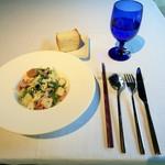 105314799 - パスタランチの前菜は春野菜のシーザーチョップドサラダ、きめ細かい生地のフォカッチャ