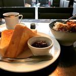 ブラジルコーヒー - ブレンドコーヒー ★サンデーホリデーモーニングA厚切りトーストセット(お好きなドリンクに+¥50) ・バター+あんこ ・ミニカレー