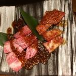 大衆焼肉 味樹園 - 名古屋赤辛焼肉和牛カルビ ¥690と和牛カルビ ¥690 3枚ほど食べてしまいました(笑)