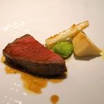 リストランテ ペガソ - 北海道池田牛のランプ肉の炭火ロースト 筍とそら豆、ウドを添えて