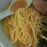 武蔵家 - 麺アップ