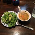びるまの竪琴 - ランチにつくサラダとスープ