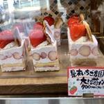 ケーキ パスタ&バール いすずカフェ - 大きな苺パイ 700円