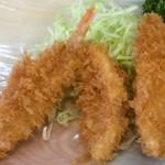 魚のてっちゃ - 白身魚のフライ。尾鰭の感じではオコゼ?