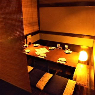 空間デザイナーによる、ちょっぴりレトロでお洒落な個室をご用意
