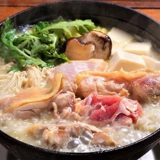 京赤地鶏の水炊き¥4900~・京赤地鶏のすき焼き¥4900~