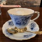 御影ダンケ - ちなみに金彩を施したこのカップは、ありがちな洋物ではなく 和の結晶  大倉陶園のものでした。セレクトも渋すぎやろ