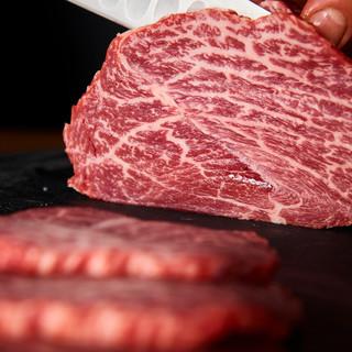 赤身肉のしっとり濃い味は熟成に秘訣がございます♪